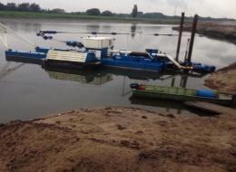 Baggeren uiterwaarden Elbe te Hamburg